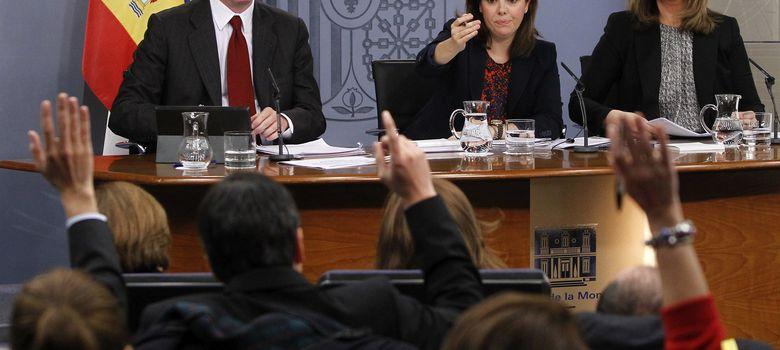 Foto:  El ministro de Justicia, Alberto Ruiz-Gallardón (i), durante la rueda de prensa. (EFE)