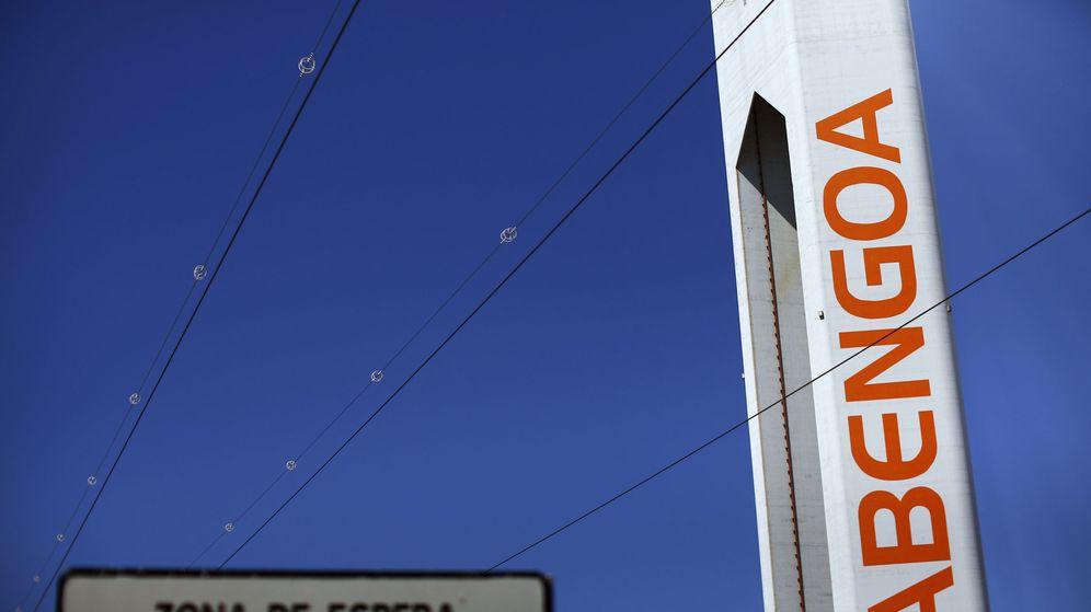 Foto: Una torre de Abengoa en un parque solar. (Reuters)