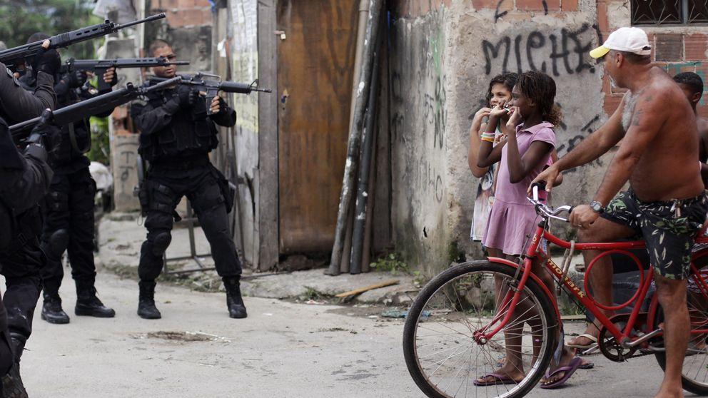 Un día con los comandantes de la guerra en las favelas de Río