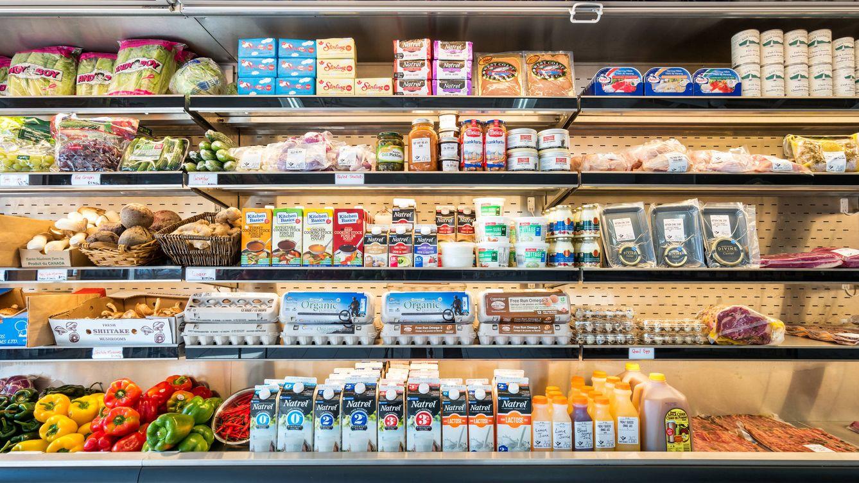 Foto: Alimentos refrigerados en el supermercado. (iStock)
