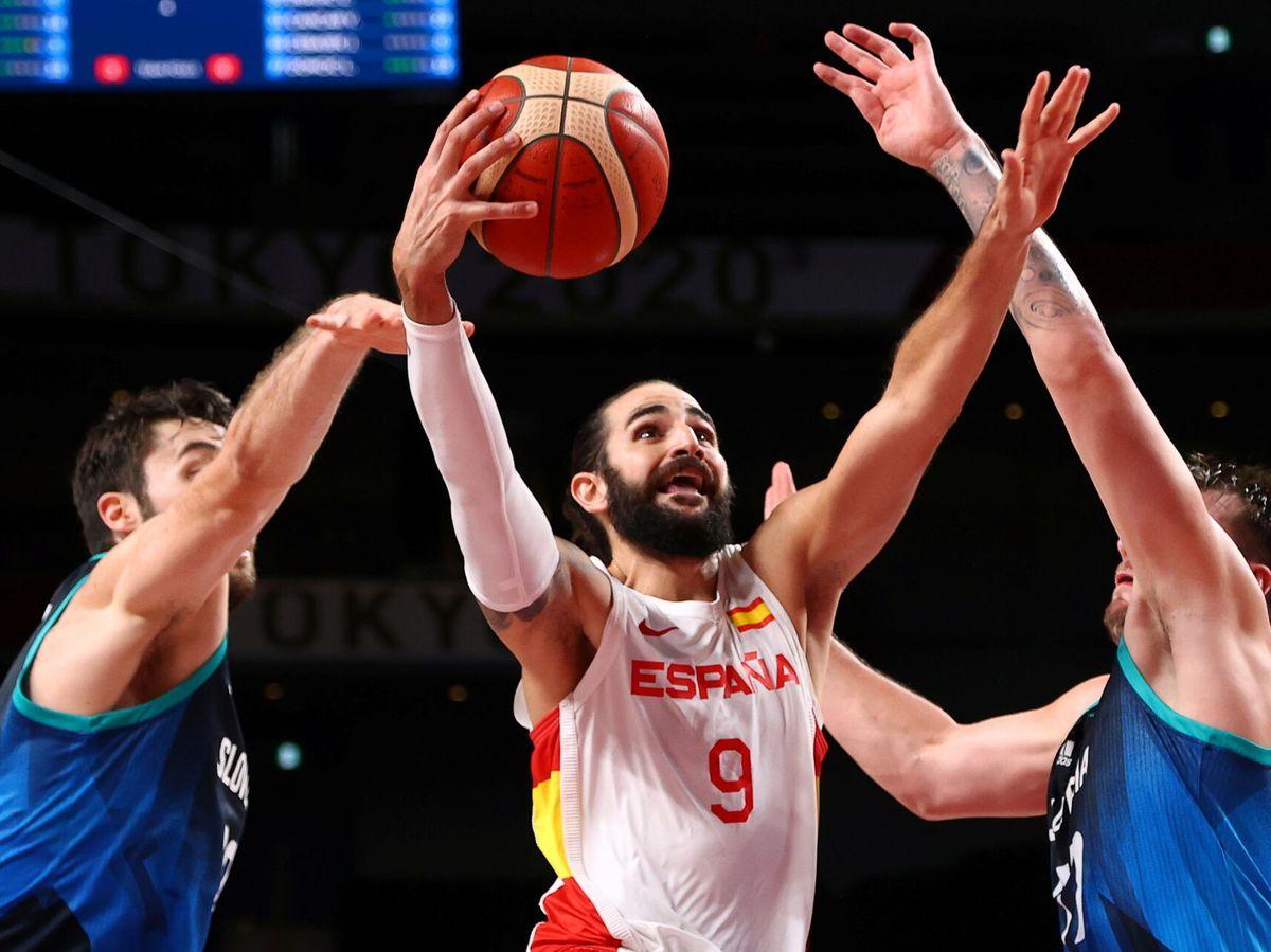 Foto: Ricky Rubio, durante un partido de la Selección masculina de baloncesto en Tokio. (Reuters)