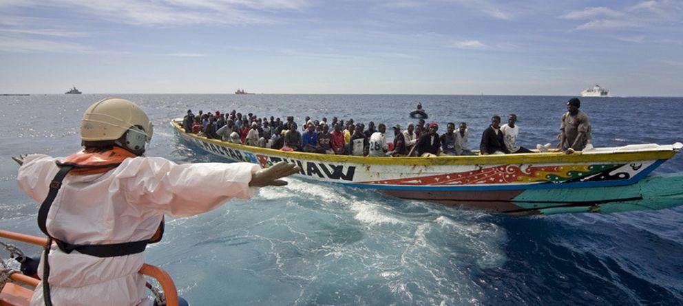 Foto: Inmigrantes llegan a las Islas Canarias en 2006. Foto cortesía de ACNUR.
