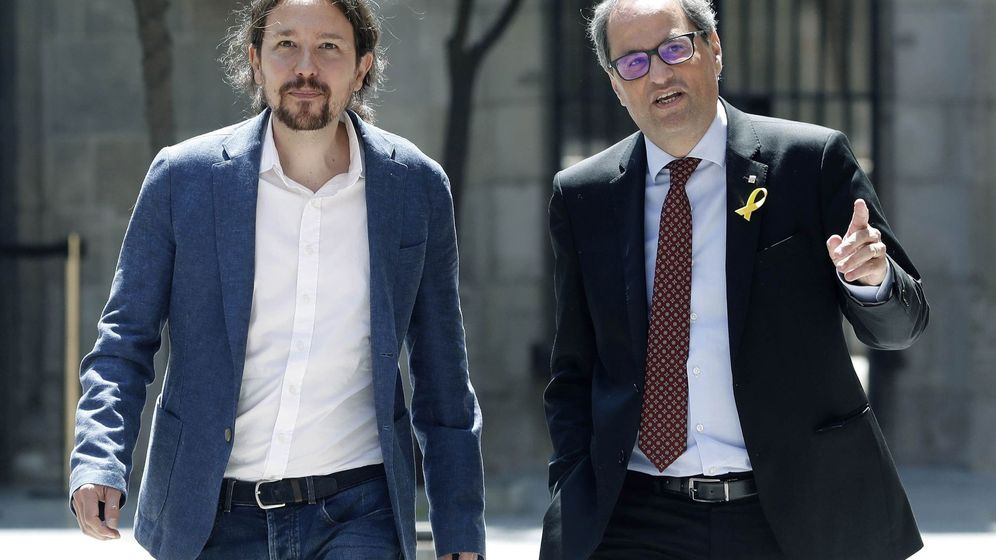 Foto: El presidente catalán, Quim Torra (d), y el secretario general de Podemos, Pablo Iglesias, momentos antes de la reunión que mantuvieron este lunes en el Palau de la Generalitat. (EFE)