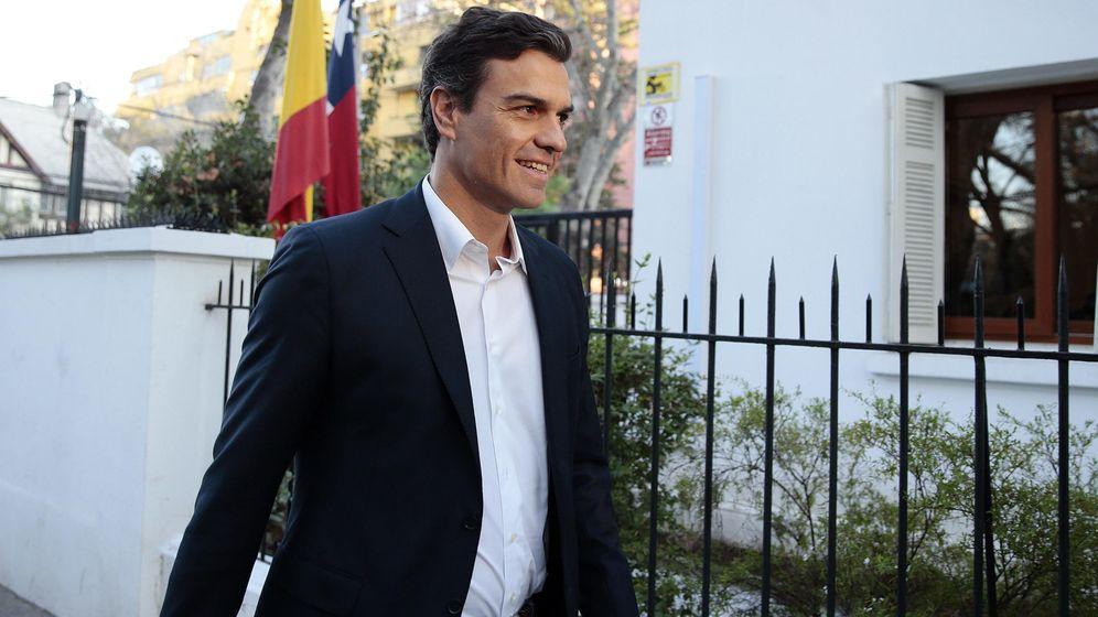 Foto: El secretario general del PSOE, Pedro Sánchez, llega a un encuentro con empresarios españoles en Santiago de Chile, el 3 de septiembre. (EFE)