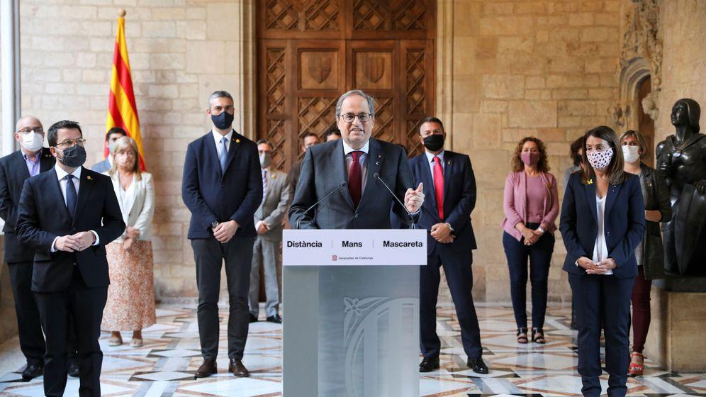 Foto:  El presidente de la Generalitat, Quim Torra (d), su vicepresidente, Pere Aragonés (i), y el resto de los miembros del Govern, durante la declaración institucional. (Reuters)