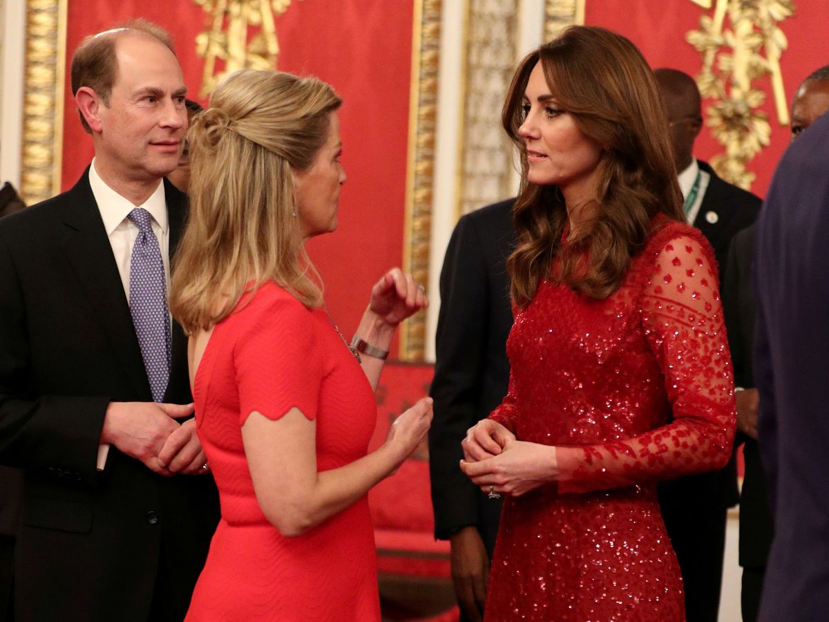 Foto: Kate Middleton y Sophie de Wessex, el pasado diciembre. (Reuters)