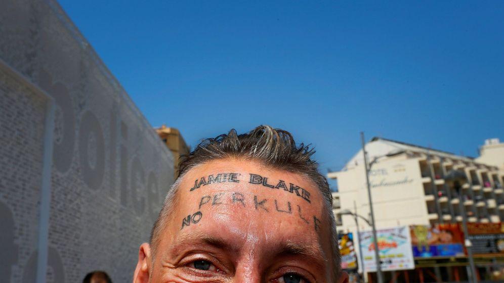 Foto: Tomek, el indigente de origen polaco cuyo caso saltó a la luz pública hace tres días tras conocerse que le habían tatuado un nombre en la frente a cambio de 100 euros. (EFE)