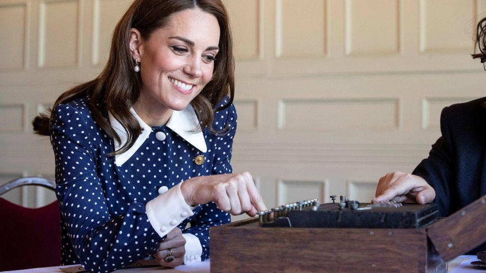 Foto: Kate Middleton y uno de sus vestidos camiseros más aplaudidos. (Reuters)