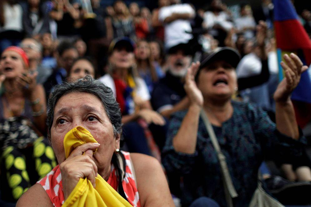 Foto: Una mujer llora durante una manifestación opositora por los muertos en las protestas contra Nicolás Maduro, en Caracas. (Reuters)