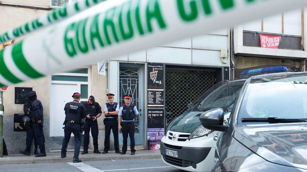 Foto: Imagen de la operación policial que ha acabado con nueve miembros de los CDR detenidos. (EFE)