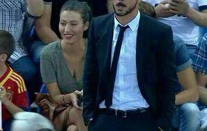 Carmen Aznar, la chica que estaba sentada detrás de Simeone