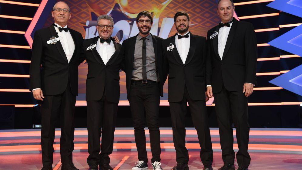 Foto: Alberto, Valentín, el presentador Juanra Bonet, Manu y Erundino. (Atresmedia)