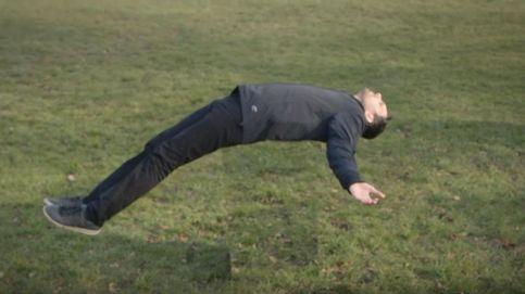 El mago Dynamo desvela sus trucos: así se puede levitar y caminar sobre el agua