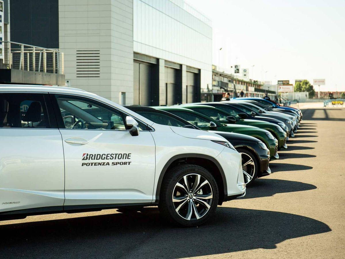 Foto: La flota de vehículos de enfoque deportivo preparada para rodar en el circuito del Jarama con los nuevos Potenza.