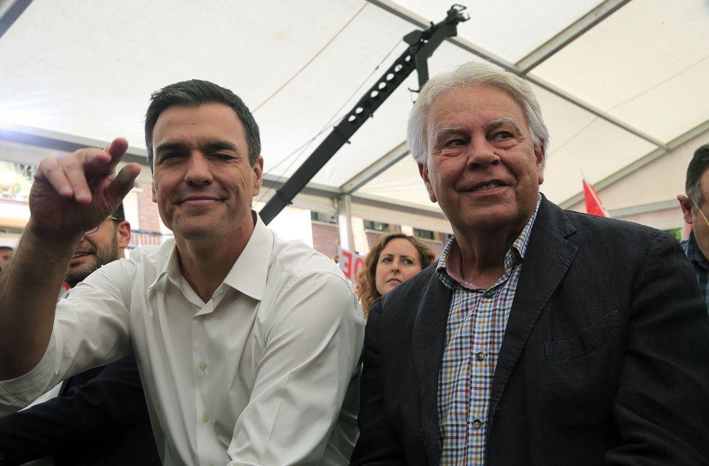 Foto: Pedro Sánchez y Felipe González, en el único mitin que compartieron durante la campaña de las últimas generales, el pasado 24 de junio en Madrid. (EFE)