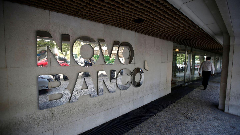 Fachada de una oficina de Novo Banco. (Reuters)