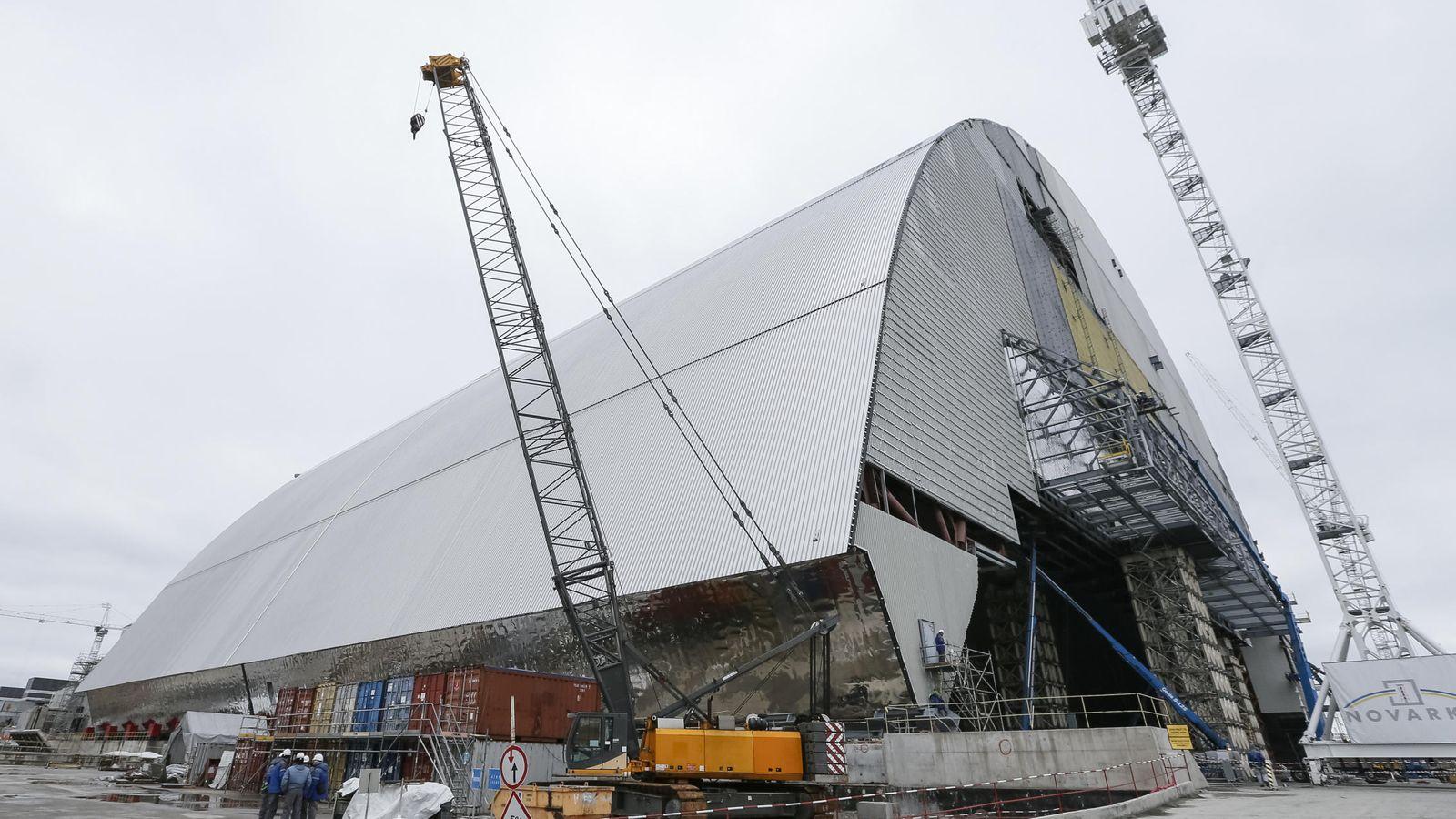 Foto: Esta es la megaestructura que se instalará sobre Chernóbil para acabar con la radiación (Reuters).