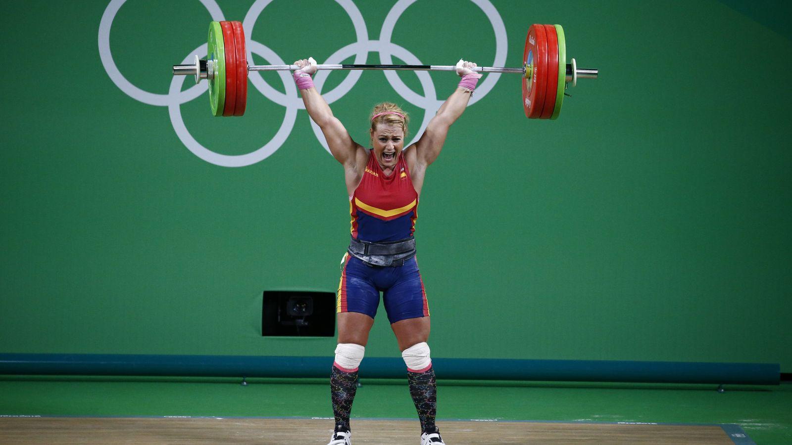 Foto: Lydia Valentín ganó la medalla de bronce en los Juegos Olímpicos de Río de Janeiro y puede ganar otras dos de Pekín y Londres por el dopaje de sus rivales (Larry W. Smith/EFE)