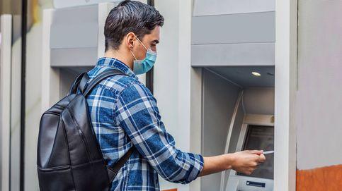 Santander, CaixaBank y BBVA equiparan sus comisiones: requisitos para evitar pagarlas