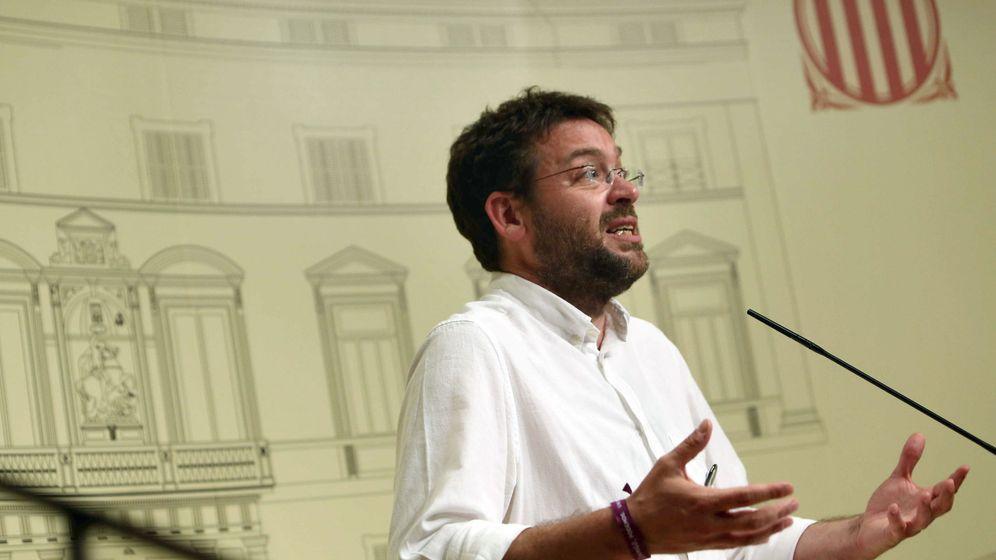 Foto: El líder de Podem, Albano Dante Fachin, durante una rueda de prensa tras la última reunión convocada por Puigdemont con los partidos del Pacto Nacional para el Referéndum. (EFE)