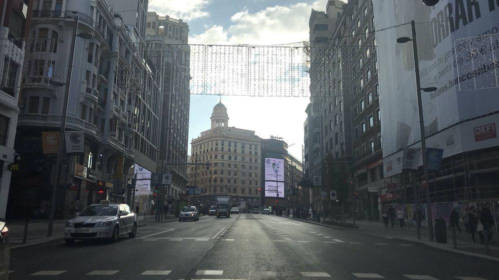 Foto: La Gran Vía esta mañana, prácticamente sin tráfico privado. (EC)