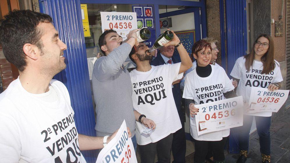 Foto: La foto corresponde a Callosa de Segura, Alicante, cuyo número agraciado es el mismo que ha repartido el PCE de Pinos Puente, en Granada (EFE)