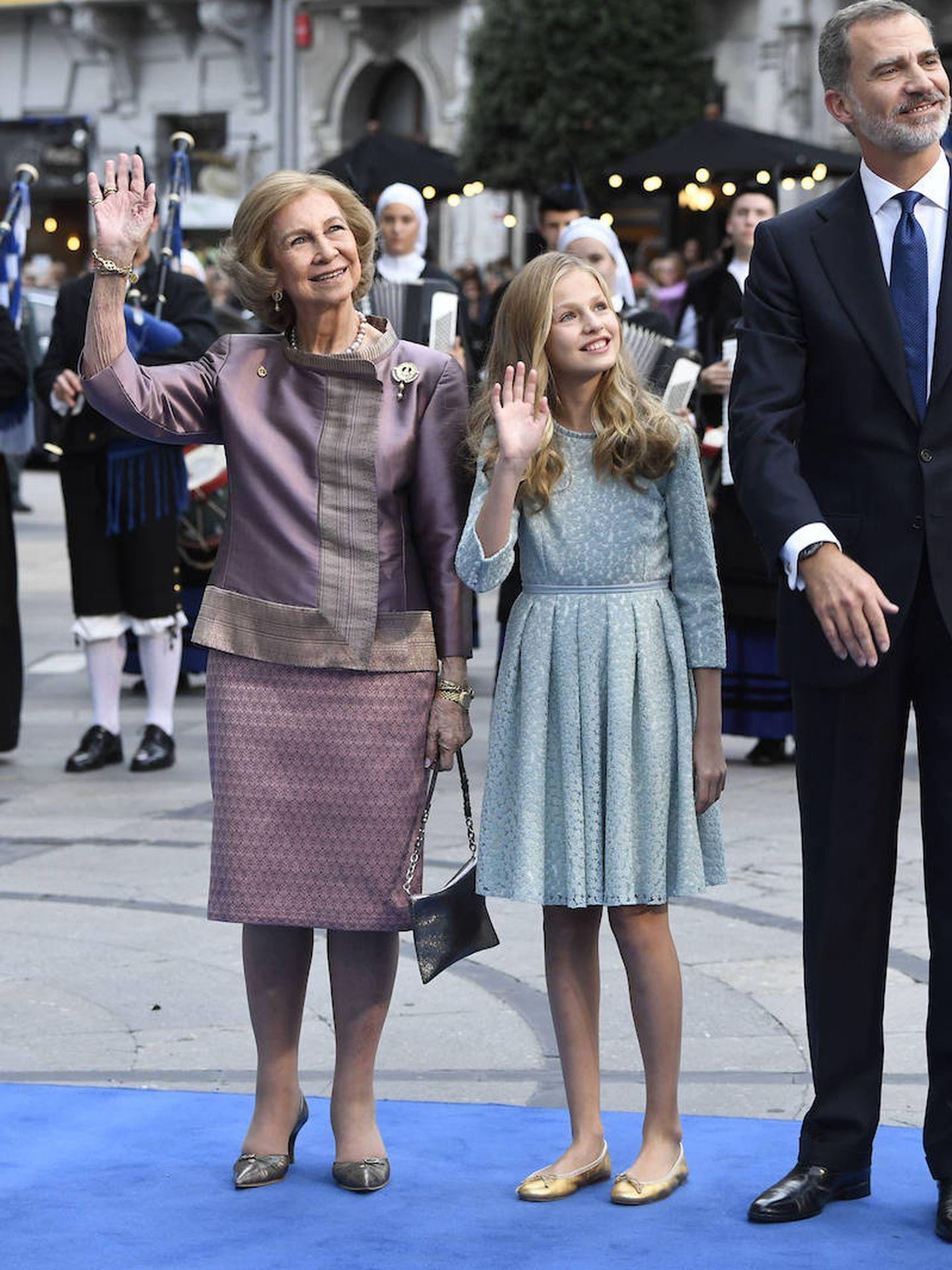 Doña Sofía, su hijo y su nieta.