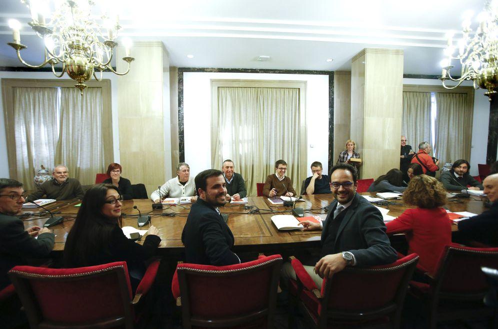 Foto: Reunión de los negociadores de PSOE, IU-UP, Compromís y Podemos este 22 de febrero en el Congreso. (EFE)