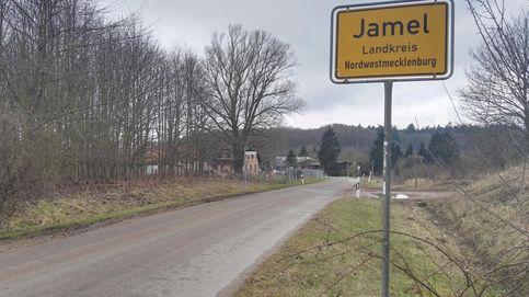 Cruces gamadas, loas a Hitler y ataques: viviendo en el pueblo nazi de Alemania
