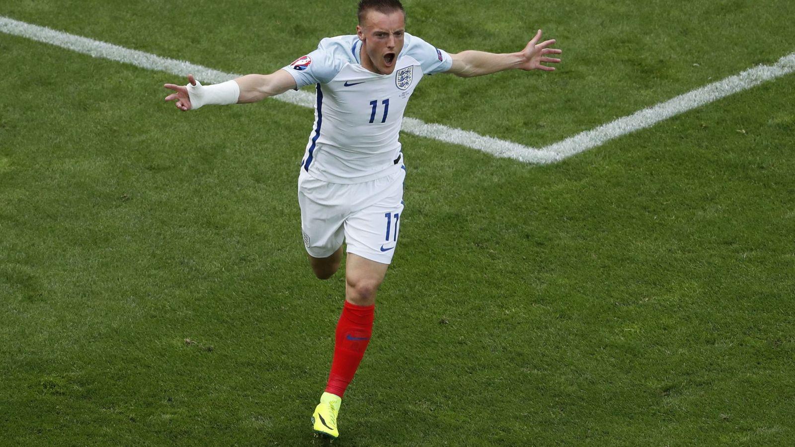 Foto: Jamie Vardy celebra el gol que le marcó a Gales (Reuters)