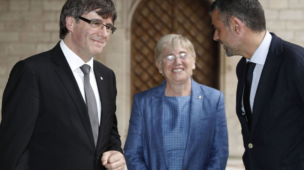 Foto: Carles Puigdemont, Clara Ponsatí y Santi Vila. (EFE)