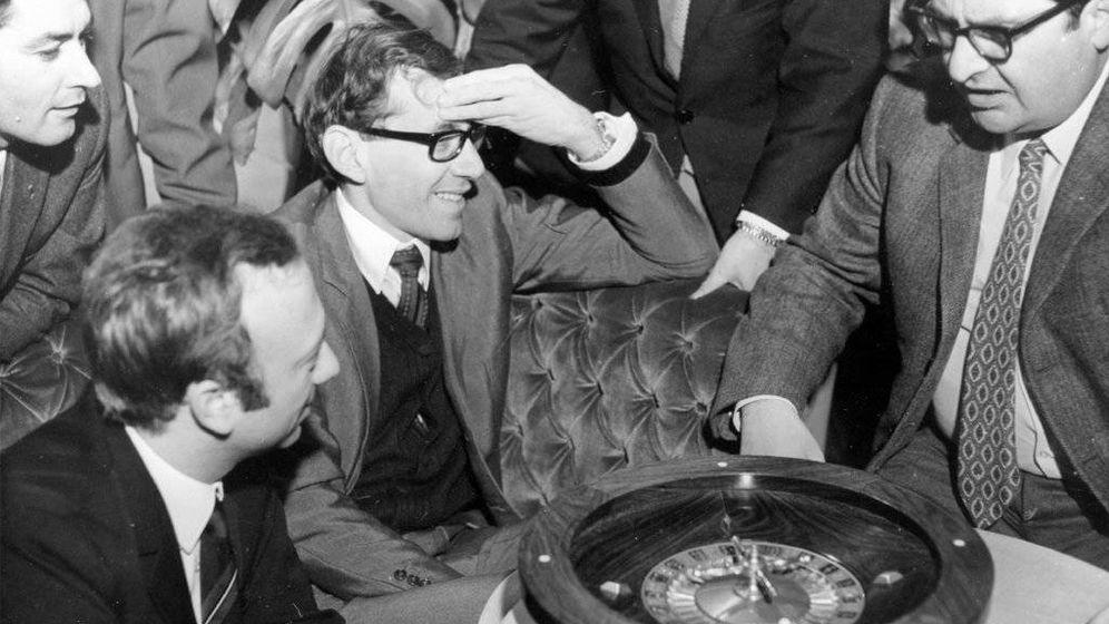 Foto: Una de las fotografías que la familia facilitó a 'The New York Times' para su obituario y que muestra a Jarecki en un casino europeo.