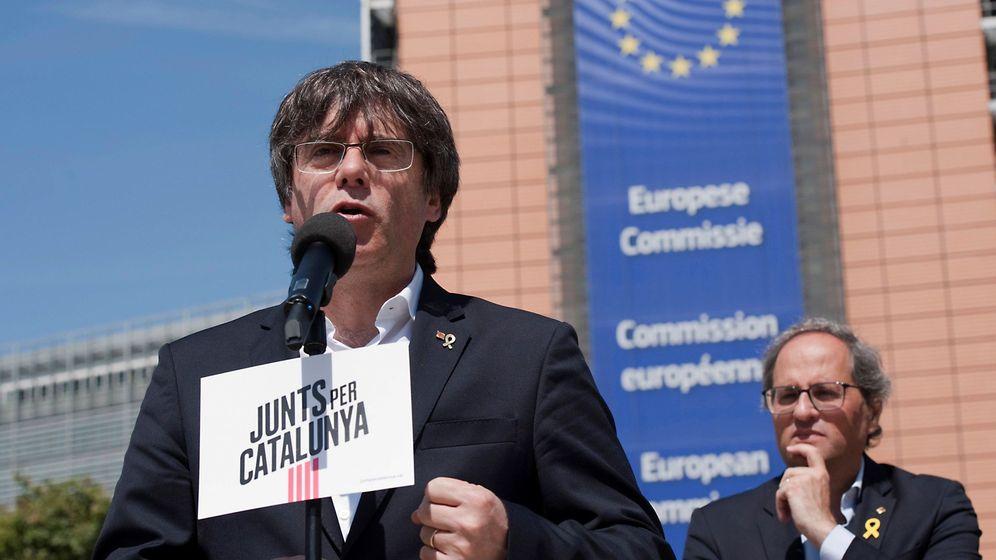 Foto: Carles Puigdemont, junto a Quim Torra, en un acto en Bruselas. (EFE)