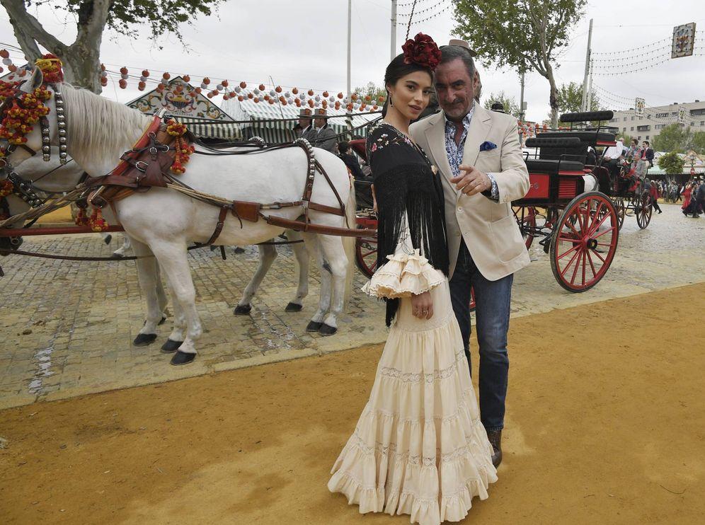 Foto: Rocío Crusset junto a Carlos Herrera en la Feria de Abril. (Cordon)