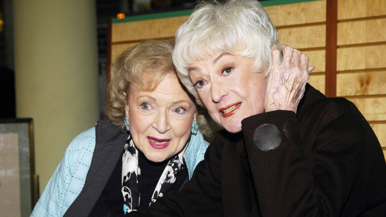 Betty White y Bea Arthur, en una retrospectiva de 'Las chicas de oro'.(CP)