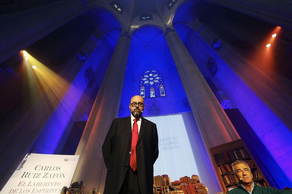 Libros: Carlos Ruiz Zafón, vuelve el autor más vendido en lengua ...