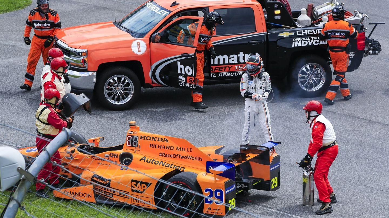 A menos de 30 vueltas, el motor de Alonso impidió que luchara por el triunfo en la recta final. (EFE)