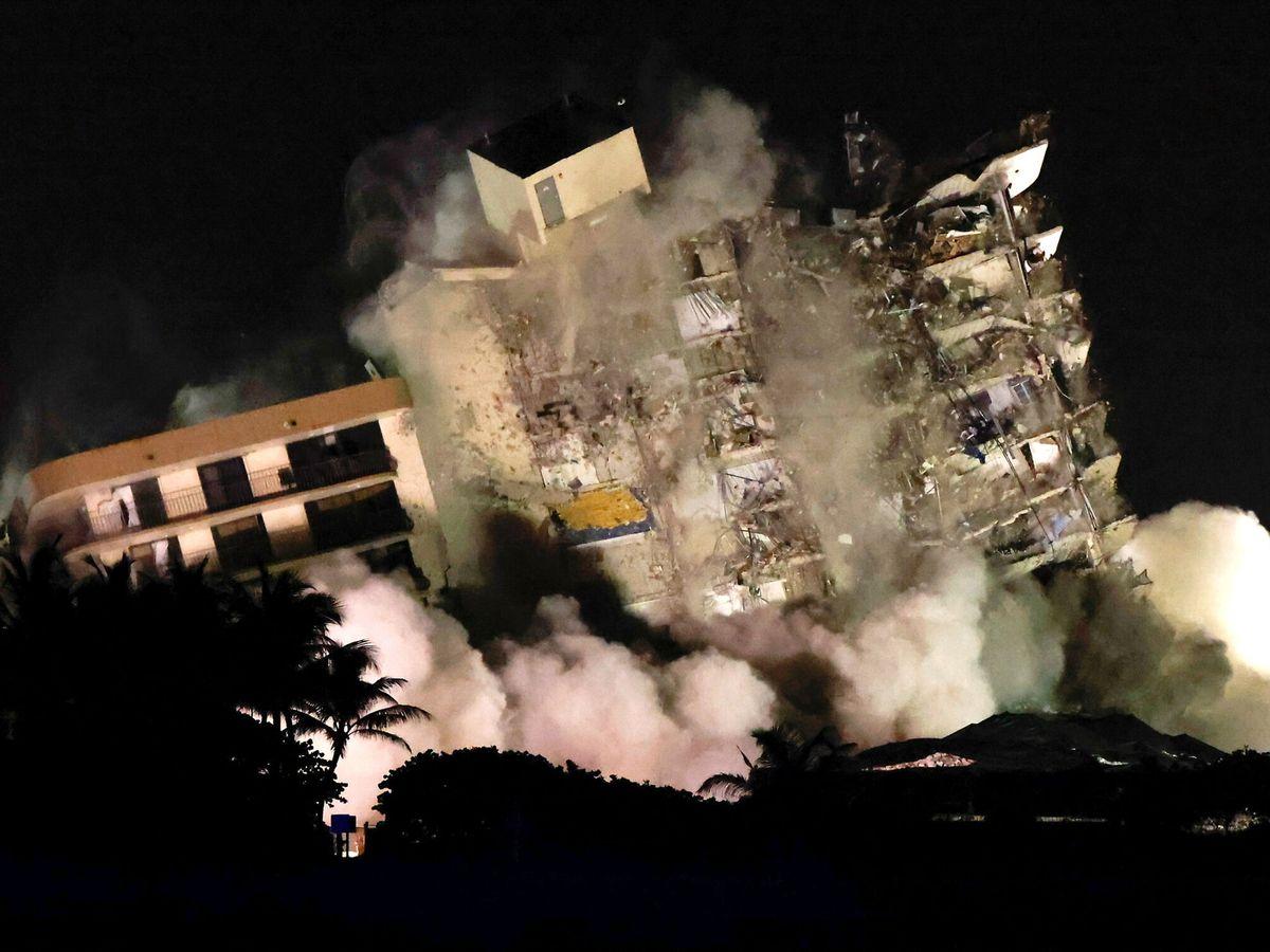 Foto: Demolición del edificio de Miami que quedaba en pie. (Reuters)