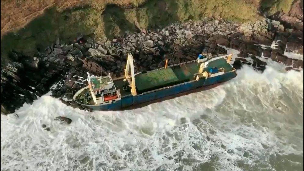 Foto: El Alta, con 80 metros de eslora, ha encallado en las costas de Irlanda (Foto: Twitter)