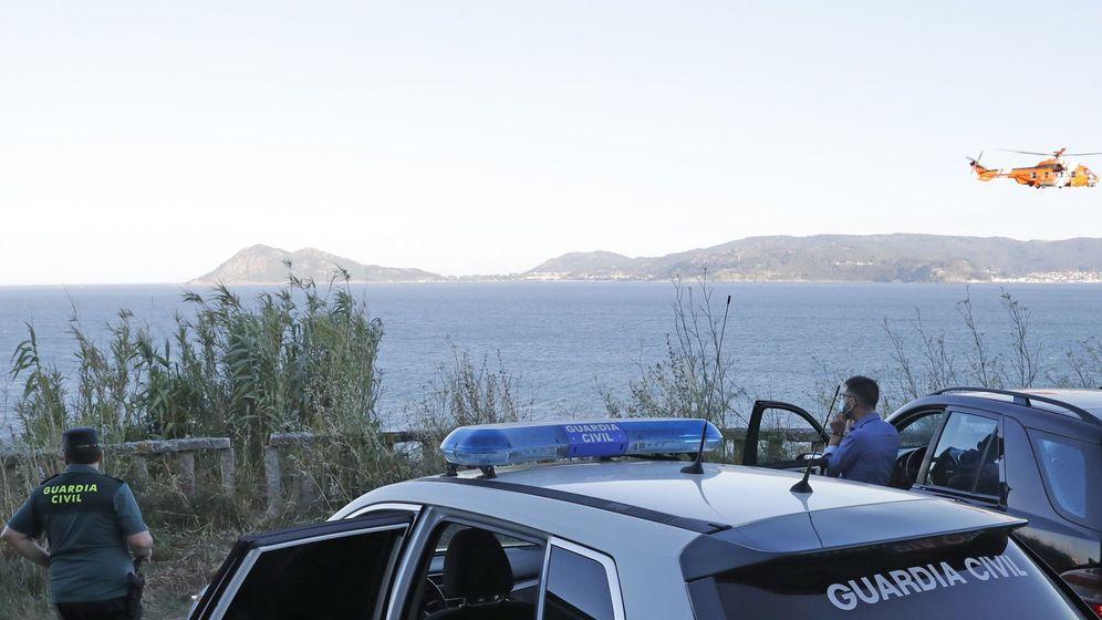 Foto: Centran entre Cabeiro y Punta Arnela la búsqueda de dos desaparecidos tras volcar un kayak en Porto do Son (A Coruña). Foto: Efe