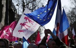 El 'Tea Party' francés se adueña de la calle y dicta la política de sociedad