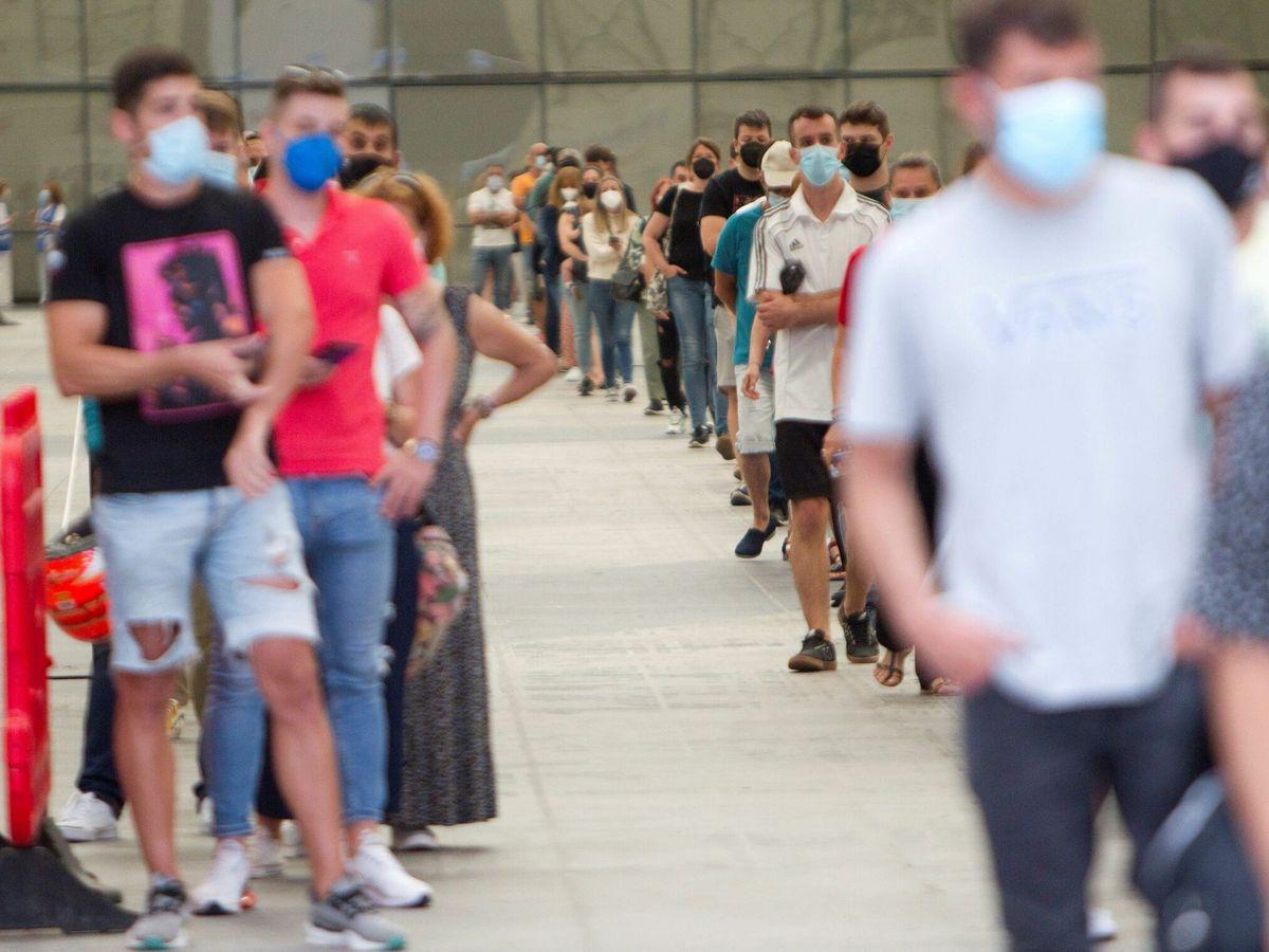 Foto: La juventud se vacuna contra el covid en Vigo. (EFE)