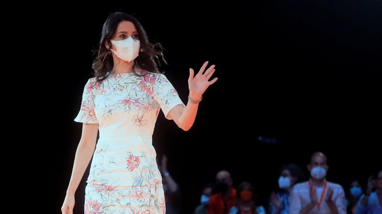 El significado tras los vestidos de Arrimadas en la convención de Ciudadanos