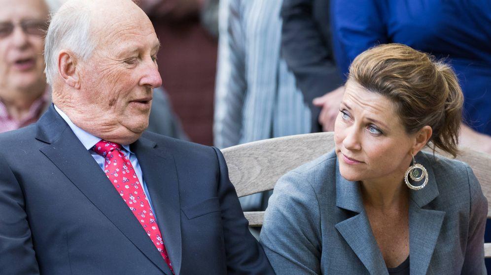 Foto: La princesa Marta Luisa y el rey Harald en una imagen de archivo. (Getty)