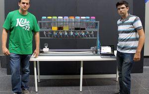 Dos jóvenes españoles diseñan un robot capaz de preparar cócteles