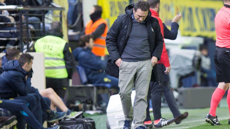Eusebio Sacristán, en el Estadio de la Cerámica, durante el partido de la Real contra el Villarreal. (EFE)