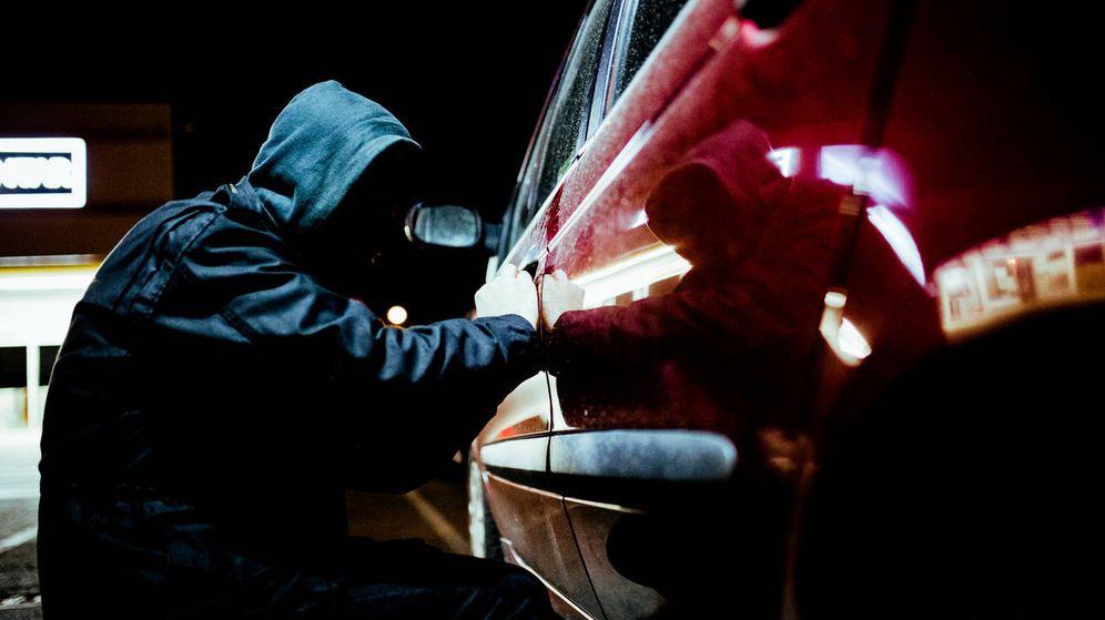 Foto: ¿Arrancas sin meter la llave? Así puedes evitar que los ladrones te roben tu coche. (iStock)