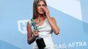 El divertido truco de Aniston para no arrugar su vestido de Dior en los SAG Awards