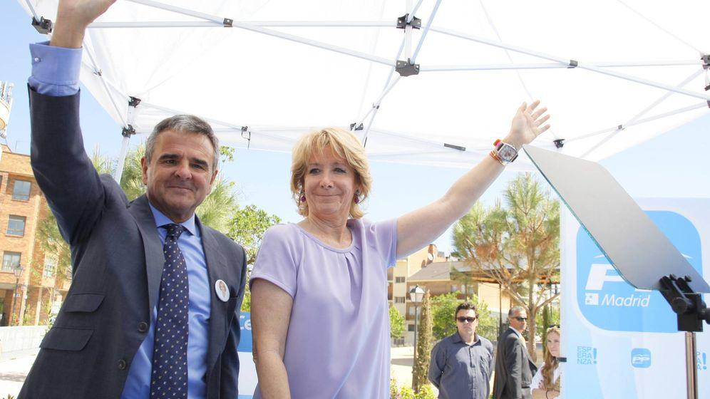 Foto: Esperanza Aguirre con el actual alcalde de Majadahonda, Narciso de Foxá.