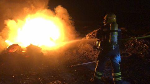 Los 'quemadores' de chatarra ponen en jaque a los bomberos de Málaga